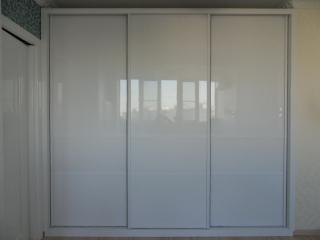 Шкаф-купе с тремя дверями